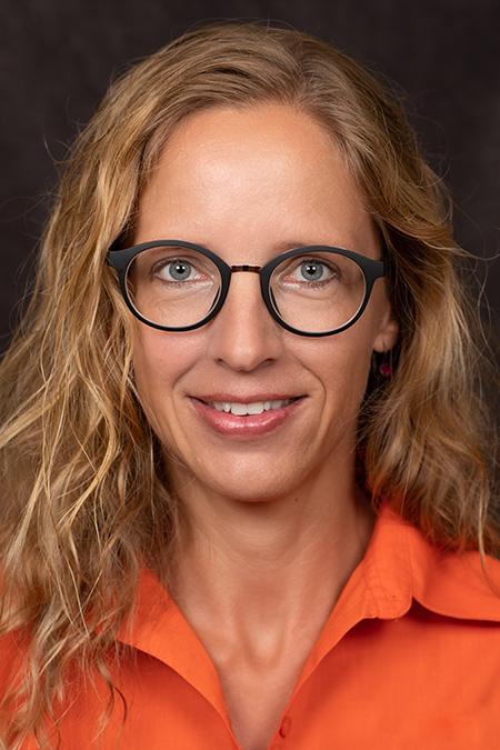 Tina May - Zahnarzt Botmann